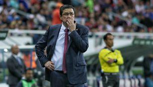Luis Fernando Tena en el partido contra Cruz Azul