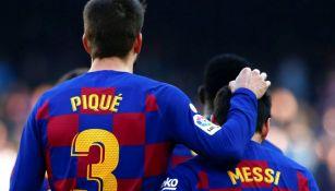 Gerard Piqué junto a Lionel Messi durante un partido con Barcelona