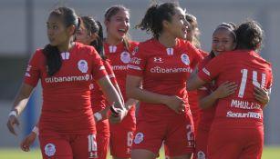 Jugadoras de Toluca Femenil celebrando el gol del triunfo