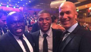 Zinedine Zidane y Mbappé en una gala de futbol