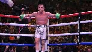 Saúl Álvarez durante la pelea ante Daniel Jacobs