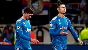 Bernardeschi y CR7 en un juego de la Juventus