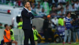 Rafael Puente durante el partido entre Santos y Atlas