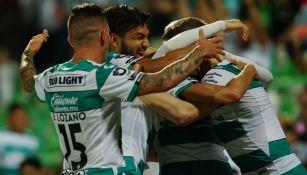Santos en festejo de gol