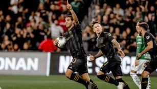 Carlos Vela celebrando un gol con LAFC
