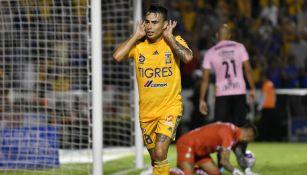 Lucas Zelarayán, festeja una anotación con Tigres