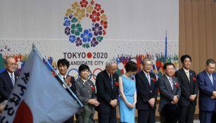 Yoshiro Mori y el resto del comité olímpico en Japón