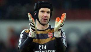 Petr Cech durante un partido con el Arsenal