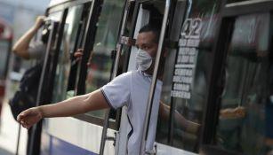 Hombre con tapabocas en El Salvador