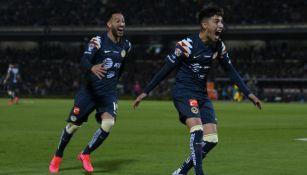Leonardo Suárez festeja un gol con América en CU