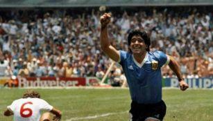 Maradona festeja una anotación