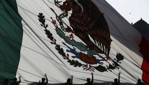 Bandera de México en el Zócalo de la Ciudad de México