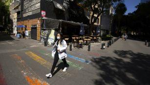 Habitantes de la CDMX caminan por las calles