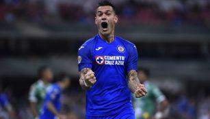 Milton Caraglio celebrando un gol con Cruz Azul