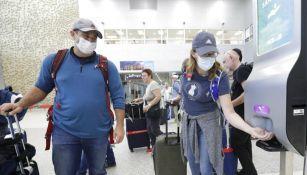 Ciudadanos en el aeropuerto de Lima, Peru