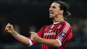 Ibrahimovic festeja un gol con la casaca del Milan