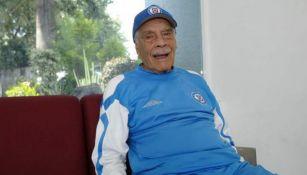 Ignacio Trelles con vestimenta de Cruz Azul