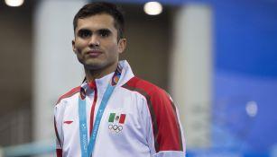 Iván García posa con la medalla de Plata en Lima