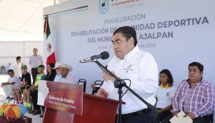 Miguel Barbosa durante un evento del gobierno de Puebla