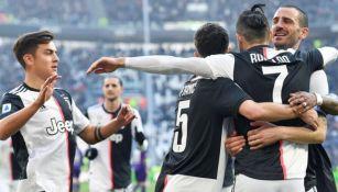La Juve celebra un gol en equipo