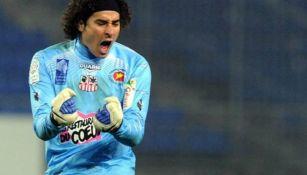 Ligue 1 presumió gran jugada de Guillermo Ochoa