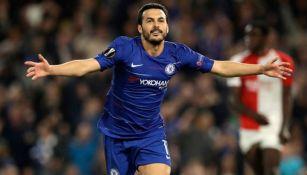 Pedro Rodríguez celebra una anotación con Chelsea