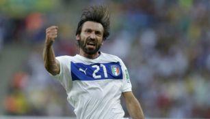 Andrea Pirlo celebrando una anotación con Italia