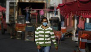 Mujer con tapabocas en la Ciudad de México