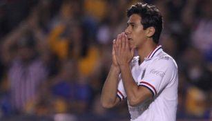 José Juan Macías se lamenta tras una falla con Chivas