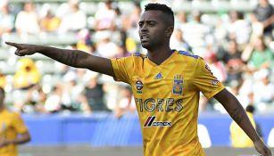 Rafael Carioca en un juego con Tigres