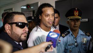 Ronaldinho al momento de ser detenido en Paraguay