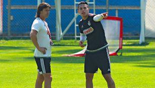 Salcedo y Almeyda, durante un entrenamiento de Chivas