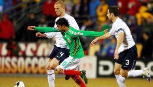 Nery Castillo en un juego en contra de Estados Unidos