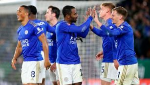 Jugadores del Leicester festejan un gol