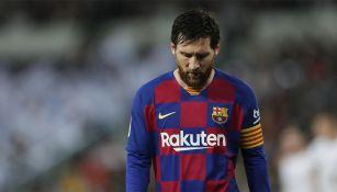 Messi se lamenta en un partido del Barcelona