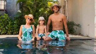 Carlos Vela, de vacaciones junto a su familia