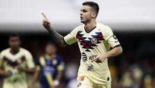 Nicolás Benedetti festeja un gol con América