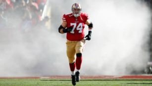 Joe Staley en acción con los San Francisco 49ers