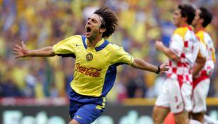 Piojo López celebra un gol ante Tecos