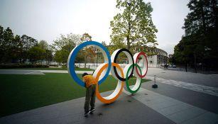Aros olímpicos afuera del Estadio Nacional de Tokio