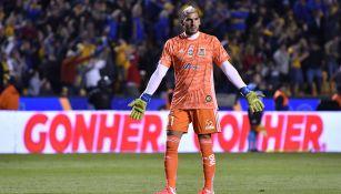 Nahuel Guzmán en partido con los Tigres