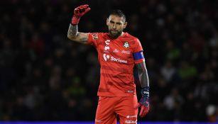 Jonathan Orozco se lamenta en juego de Santos