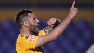 Gignac celebra un gol con Tigres