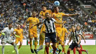 Jugadores de Tigres y Rayados en el más reciente Clásico Regio