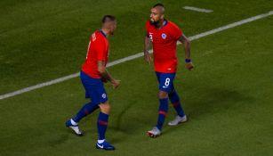 Nico Castillo celebra un gol Arturo Vidal