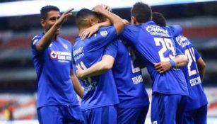 Cruz Azul festeja un gol en el Estadio Azteca