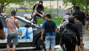 Ciudadanos protestando en Minneapolis