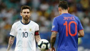 Messi y James en partido