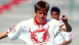Miguel Herrera durante un partido con Toros Neza en 1997