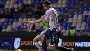 Luis Haquin en partido con Puebla